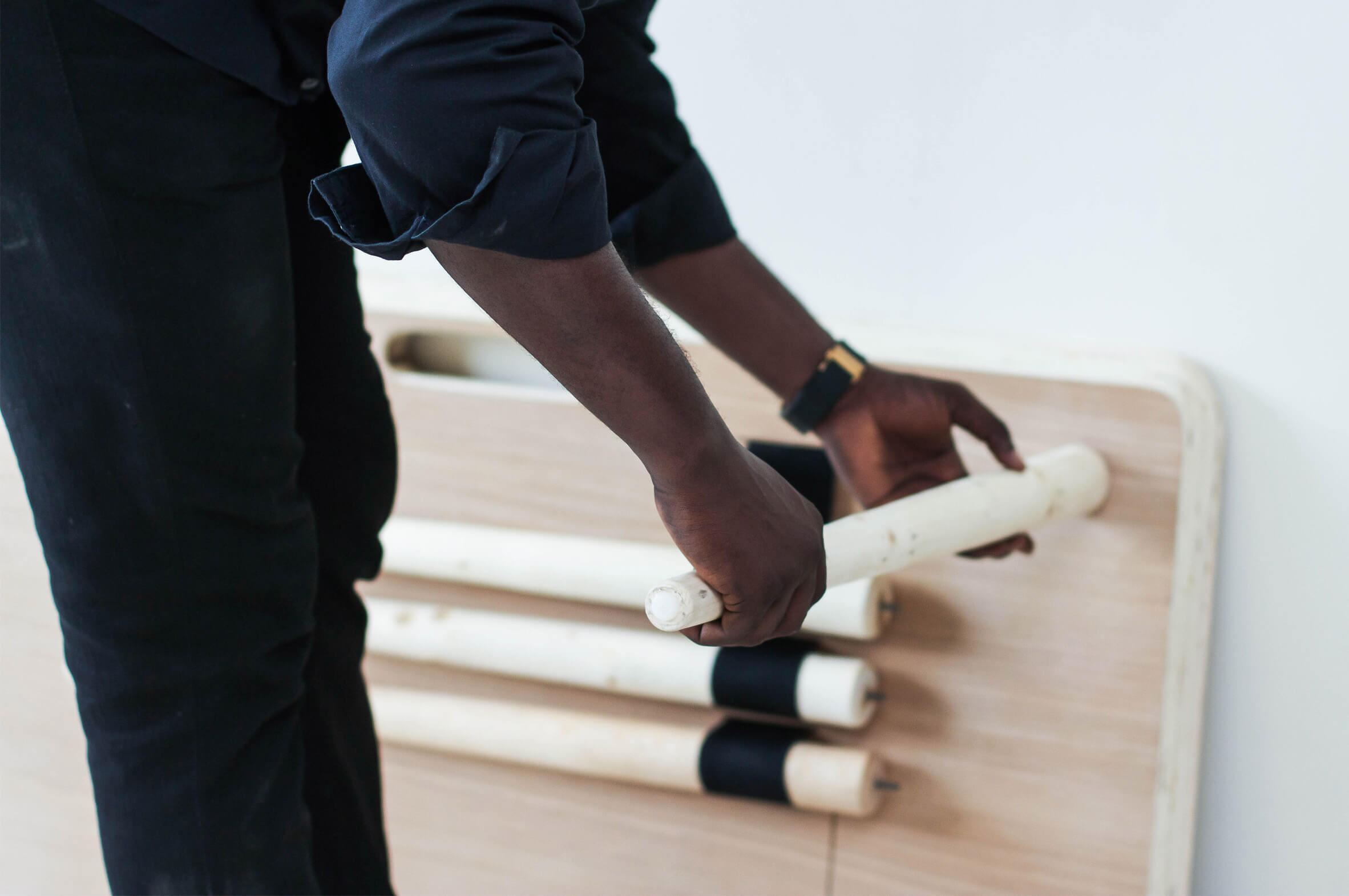 tebur-nifemi-marcu-bello-design-flat-pack-furniture_dezeen_2364_col_3